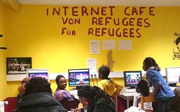 Internetcafé von Flüchtlingen für Flüchlinge